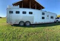2006 Exiss living quarters with Bunk bed 4 horse